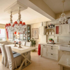 Catch of the day: This seaside apartment with a cottage-style decor. | Location: Nice, France | See more: https://www.properbuz.com/view-details?property-id=wmn1795316-apartment-nice-642-000-8364-~238530